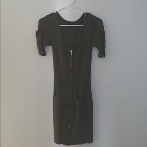 GUESS MINI ZIPPER DRESS OLIVE